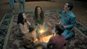 Escena de la serie de Netflix, La maldición de Hill House